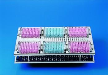 Erhöhtes Einsatzgestell für 6 Testplatten